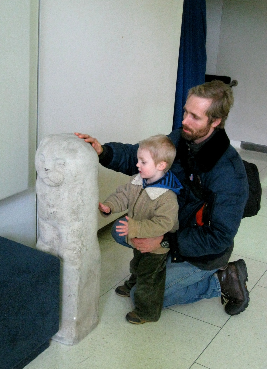 16-lionowl-with-sculptors-grandson-and-greatgrandson